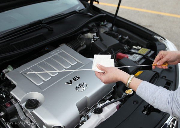 How To Check Oil >> How To Check The Oil Level In Your Engine And Read The Dipstick