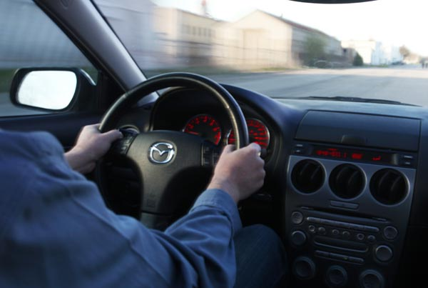 Why does the steering wheel shake when braking at high speed?
